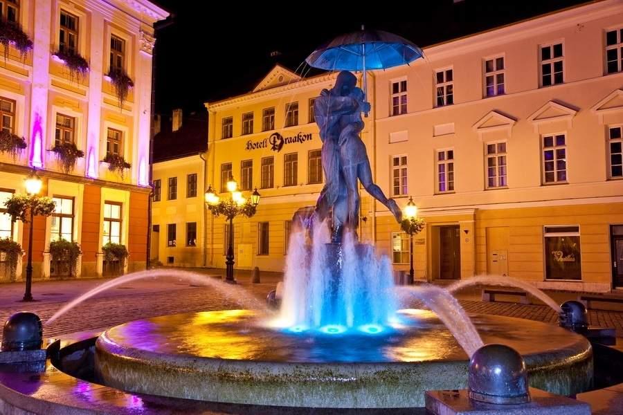 http://miftravel.ru/images/stories/dostoprim/estonia/tartu/fontan.jpg
